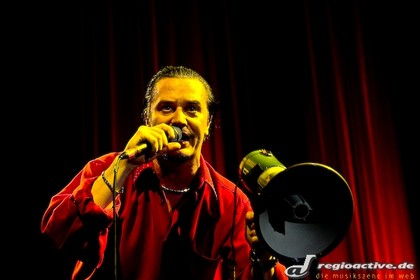 """kickass set"" nach 11 jahren funkstille - Fotos: FAITH NO MORE live in der Frankfurter Jahrhunderthalle"